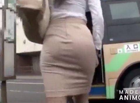 タイトスカートの淫乱OLがバスの乗客を挑発して痴漢させて車内でそのまま犯される