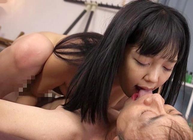 <白桃心奈>舌が性感帯な接吻美少女がキスしながら濃厚sexで乳揺らして悶絶する