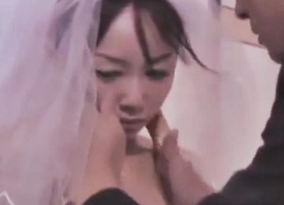 <ながえSTYLE>夫の昇進のために上司の男にウエディングドレス姿で犯され寝取られる嫁