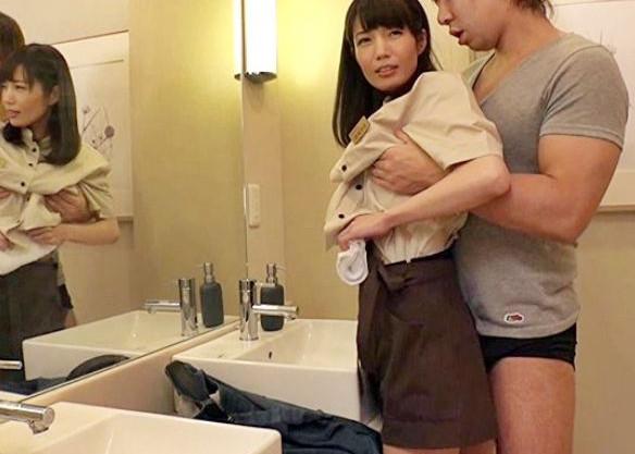 タイトミニなエロ制服のファミレス店の美人ウェイトレスが常連客に粗相しトイレでチンポねじ込まれる