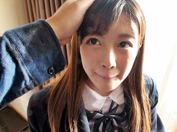 学校卒業したての18歳の制服少女が車内やホテルで電マオナニー