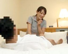 按摩師のお姉さんを巨チンで誘惑してsexする姿を隠しカメラで盗撮