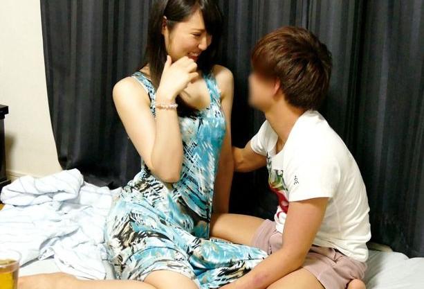 38才のアラフォー熟女を若い軟派師が口説き落として身長差の寝取りsexを盗撮