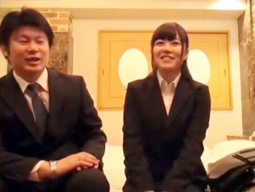 スーツのOLお姉さんがエロ企画に乗じて上司のチンポにガチハメされる!まさかの中出しで超困惑ww