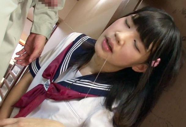 たっぷり媚薬を塗り込んだドラッグチンポを口内に挿入され理性崩壊した女子生徒。そのままおじさんに犯され種付けされる