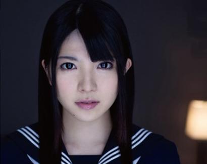 制服美少女が艶やかな黒髪と色白美肌で敏感な肉体を広げてオナニーに耽る
