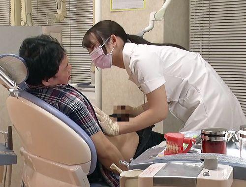 ド淫乱歯科衛生士さんが患者の乳首をいじり倒して興奮して反り立つペニスに跨り腰振りセックス