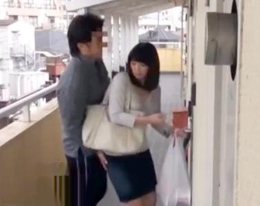 スケベな団地妻に管理人を偽装して近づきチンポで口説き落として不倫sex