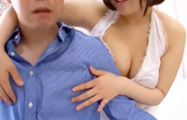 M性感ヘルスで乳首責め手コキ!ぽっちゃり巨乳の嬢が乳首を舐めたり摘んだりしてフェラに手コキ