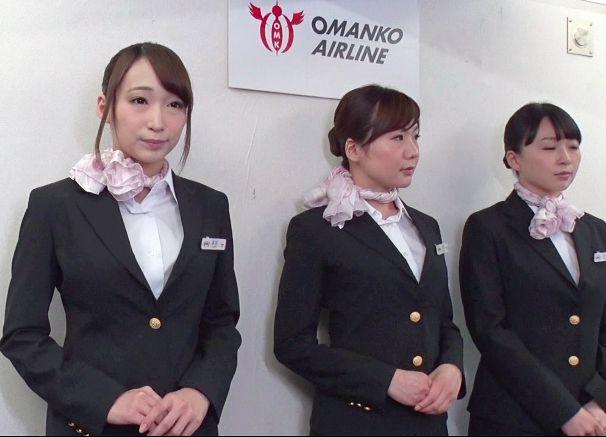 飛行中の機内で乗客の性欲処理もきちんと担う責任感溢れる美人CAたち 当然にように機内交尾をおっぱじめる