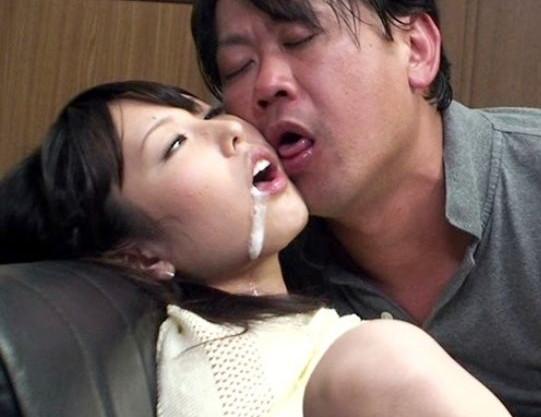 涎垂らして父と娘でパコリまくるヤバイやつ。軟派されて来た部屋で媚薬茶飲んだら理性崩壊する親子ww