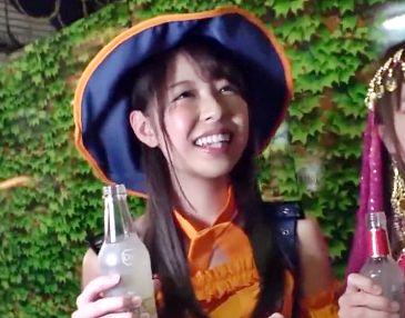 コスプレ中のギャル2人が渋谷で軟派!酔っ払ってご機嫌なギャルにチンポ挿入して泥酔セックス