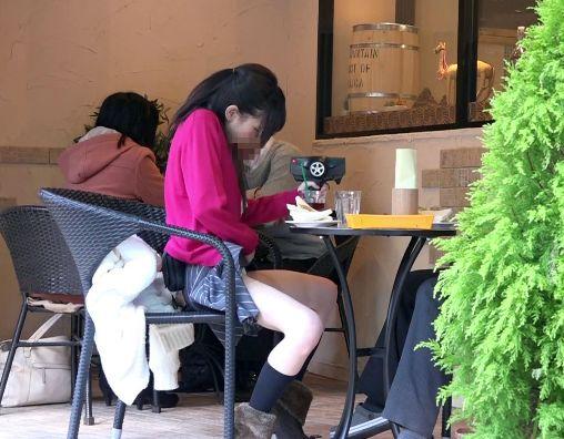 <跡美しゅり>お洒落なオープンカフェでビッグバンローターを装着してスイッチON!人前でそっと悶えるww