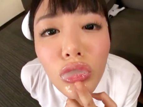 浜崎真緒がごっくん解禁!汁軍団のチンポから手と口で精子を搾取してゴクゴク飲みほすwww