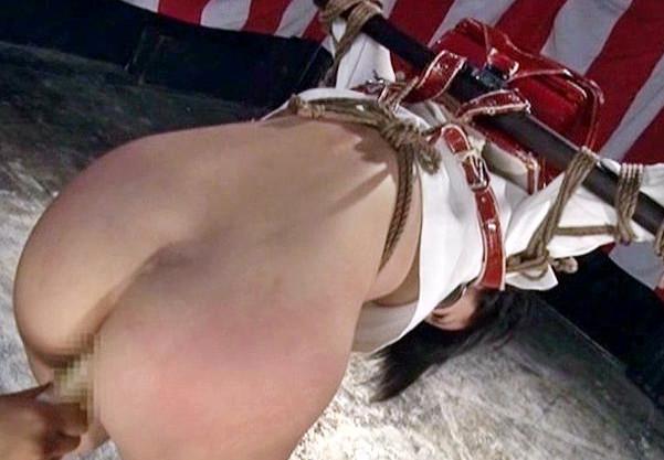 ランドセルを背負った女教師が拘束吊るされて鼻フックして股間をイタズラされる変態ドM調教で悶えイク!
