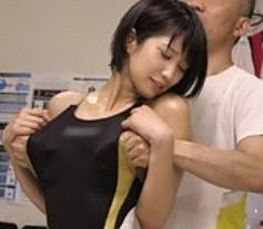 <盗撮>引き締まったボディの水泳アスリートの競泳水着に手を突っ込んで性感マッサージ!