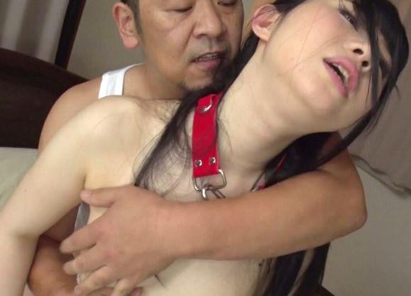 義父が嫁の連れ子に首輪を着けてチンポで調教!問答無用で犯される義娘