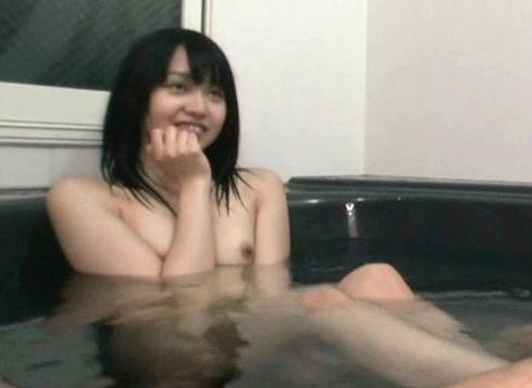 小悪魔な妹と混浴中にイタズラ笑顔で足コキされてフル勃起!そのままお風呂で立ちバック