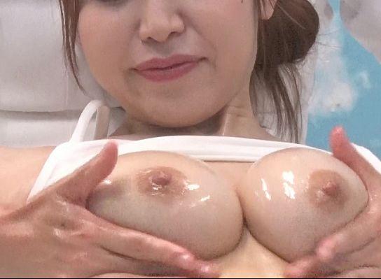 美乳がくっそエロい美人奥さんに母乳の出がよくなる乳房エステ!乳を揉まれ感じ始めるスケベな奥さん