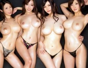 スケベ丸出しの淫乱ボインの巨乳美女四人が主観画面でオナニーしたり男達に顔面騎乗
