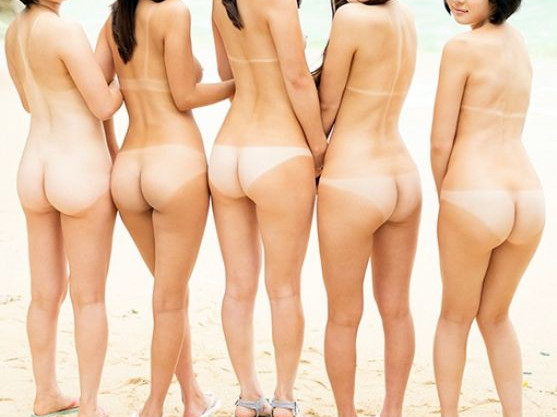 日焼けおっぱいのパイパン女子たちと南国っぽいところで全裸で青姦乱交