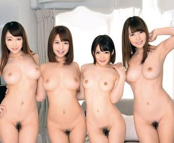 全裸美女4人のシェアハウスで裸族お姉さんたちにチンポを弄ばれる男性入居者