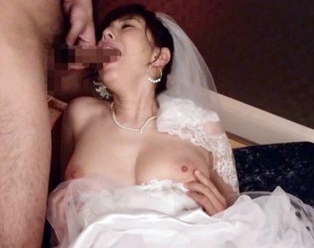 巨乳痴女のセクシーアイドルが自画撮りオナニーやウェディングドレスでコスプレsex