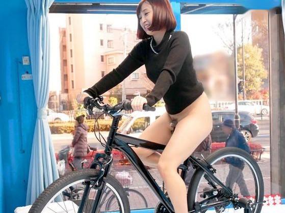 街でナンパしてMM号に誘った若い奥さんが賞金に惹かれて電マ自転車に乗車!ペダル漕ぐたび股間に刺激が走り悶絶する