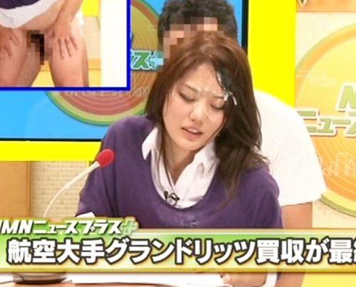問答無用でザーメンをぶっかけwww女子アナがニュース中に立ちバックで犯されるw