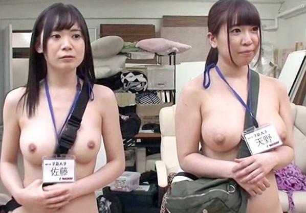 AV撮影現場は新人女性スタッフも全裸で仕事ww本番前の男優チンポのリハーサルで股間を提供して激しく突かれまくるw