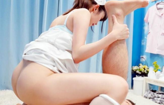 痴女すぎる看護師さんがMM号にいた男の両足をちんぐり返してそのまま騎乗位ww
