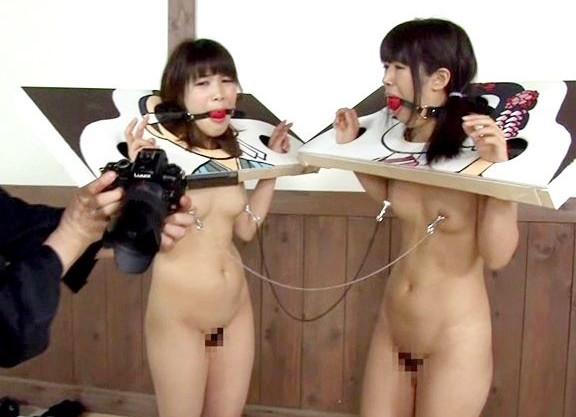 鬼畜男達が修学旅行でやってきた女子学生にイタズラを仕掛けて全裸マ○コにバックで犯すw