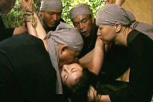 反政府ゲリラ組織の男達が捕らえて拘束した全裸美女を犯しまくる