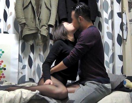 黒パンストの美白美女をキスで完落ちさせるナンパ男 盗撮カメラ完備のヤリ部屋でsexに持ち込みハメまくる