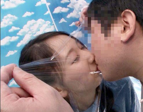 素人の父と娘が賞金に釣られて親子で近親交尾wwラップ一枚隔ててキスから始まりエスカレートしてガチハメする変態お父さん