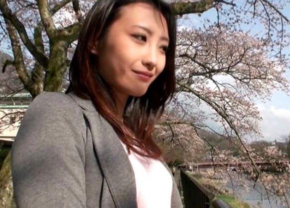 箱根の温泉旅館で他人の奥様と不倫旅行。一見清楚で可憐なチンポ中毒の不貞若妻の痴態がエロするる