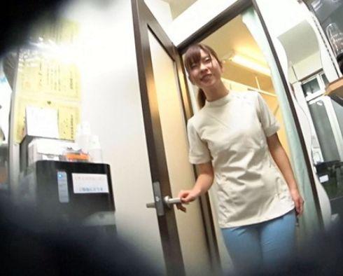 エッチで可愛い美人整体師の奥さんが働くお店に行きこっそり誘い出し店外で即ハメ不倫NTR