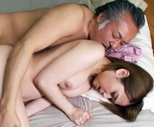 お父さんやめてください…旦那とご無沙汰で欲求不満の息子の嫁が義父の執拗なセクハラの果てに寝取られる