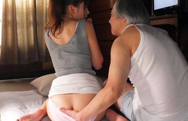 ええやろ?息子の嫁に手を出すスケベ親父ww汗だくになって交尾する人妻NTR