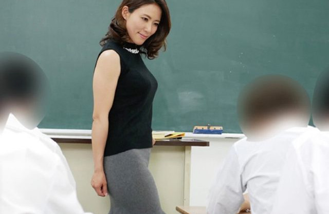 ここ教室よ!関係を持つ男子生徒が発情しすぎて時と場所をわきまえずに身体をもてめてくる