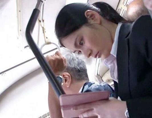 バスの中で痴漢レイプされるOLお姉さん。自宅までストーキングされて侵入し犯し中出しする