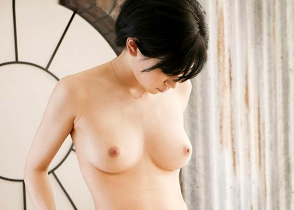 【ボーイッシュ】19歳のショートカット美少女のプロポーションが抜群すぎる!クールな雰囲気とスレンダー巨乳のギャップエロ