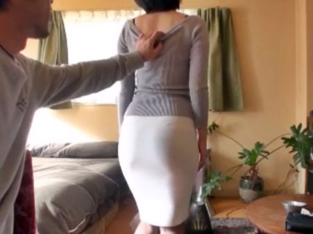 エロ尻すぎんだろ!タイトスカートから浮き出る美尻奥様がHOTELで旦那以外の男にハメ撮りされる<人妻NTR>