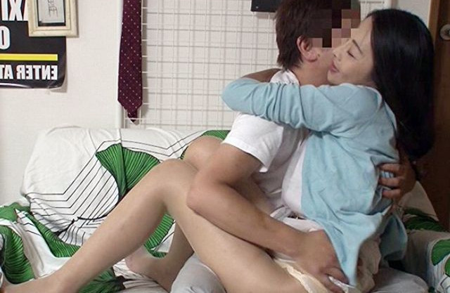 48才の熟女おばさんをナンパ連れ込みヤリ部屋で盗撮しながら不倫ハメまくる<隠し撮り>