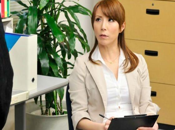 <澤村レイコ>社長のアナル奉仕役として課長に抜擢したキャリアOLが首枷つけられ膣と尻穴で二穴責めされる!