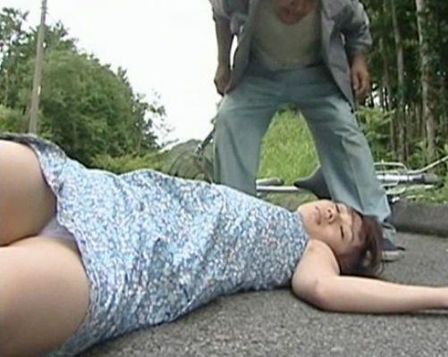 自転車に乗る女を拉致って人気の居ない山道で犯して捨てる鬼畜おじさん