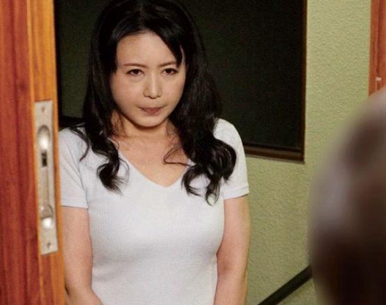 家出してきた巨乳おばさんww隣人を頼って現れた奥さんを部屋に匿いかわりに熟れた身体をいただいちゃう