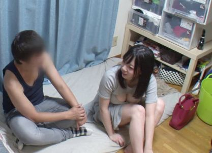 巨乳の谷間がエッチな女子大生のお姉さんをナンパ師が連れ込み媚薬で落して盗撮即ハメ!