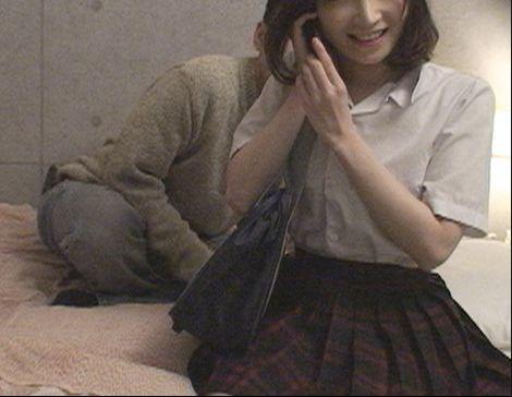 お小遣いを与えて学校帰りの女子校生とホテルでハメる危険なsex!おじさんがデリヘル店を利用して出会った女子生徒に手を出す