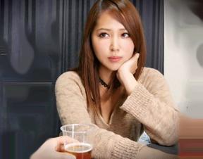 大人っぽい雰囲気の美ギャルお姉さんな女子大生を飲み会で口説き落として部屋に連れ込みsex盗撮